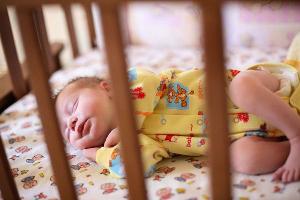 Какие звуки издает ребенок во сне thumbnail