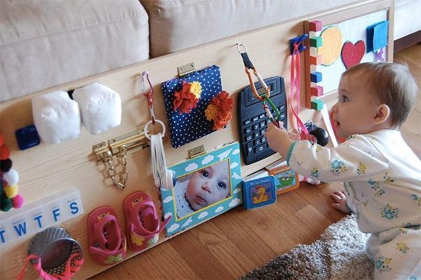 bizibord-svoimi-rukami_ Как сделать бизиборд своими руками для мальчика и для девочки пошагово? Как заказать и купить готовый бизиборд и детали к нему на Алиэкспресс: обзор, каталог с ценой, фото