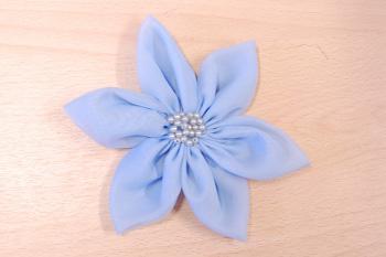 Изготовление из ткани цветов