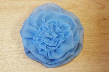 И легко сделать оригинальный цветок и